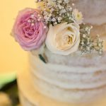 Amazing-Tipis-Wedding-Cake-Roses