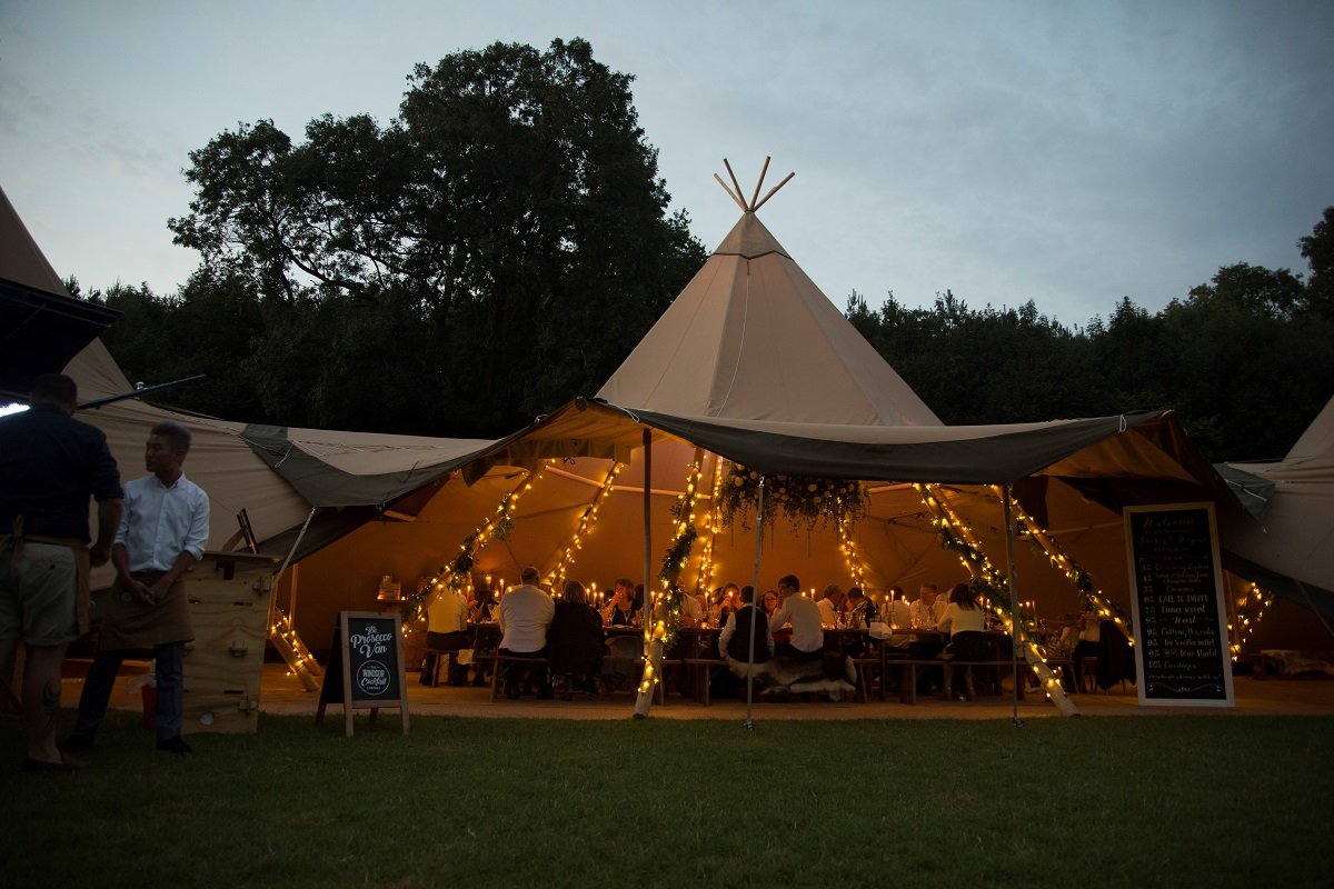 Amazing-Tipis-Night